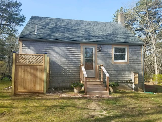 MV Private Cottage-newly renovated, sunny, private