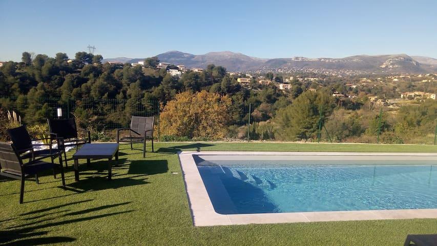 Villa lumineuse, piscine, BBQ,  vue panoramique