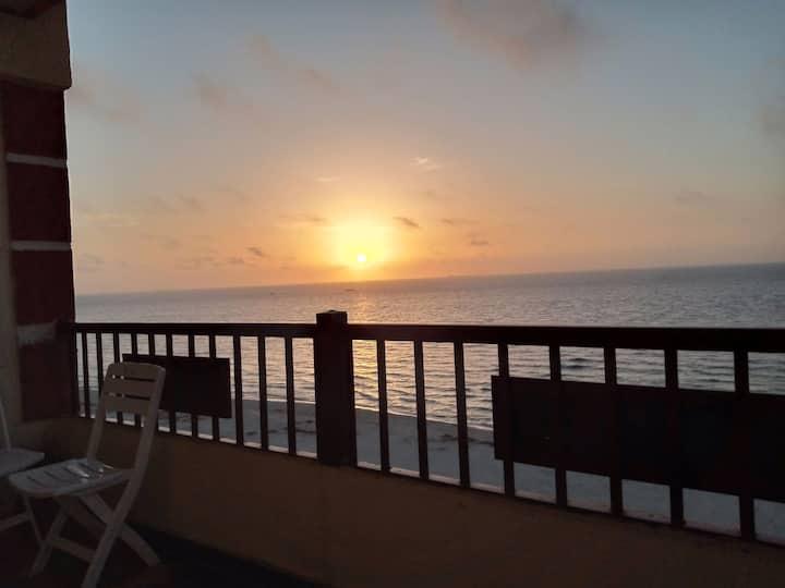 شقة فيو كامل للبحر العجمى الكيلو 22 الصفا للايجار