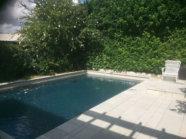 Character Cottage with Pool, Inner Brisbane - Hendra