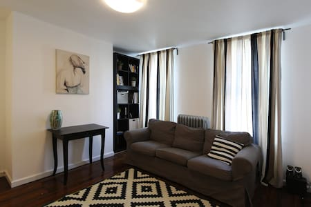 Private Room in a Quiet Neighborhood - Brooklyn - Townhouse