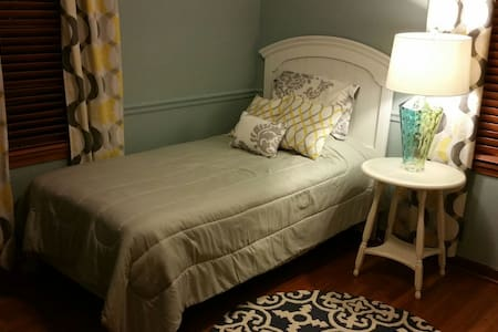 Twin bed - close to everything! - Columbus - Dom