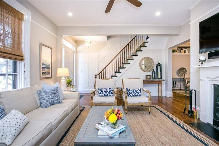 Stylish Historic Hill Home 4-8 Guests & Parking