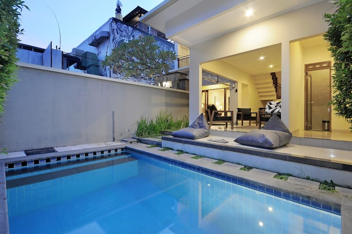 Modern magic location Seminyak walk beach / shops