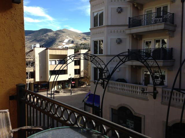 41 seconds Walk to Vail Ski Lifts! Sleeps 4