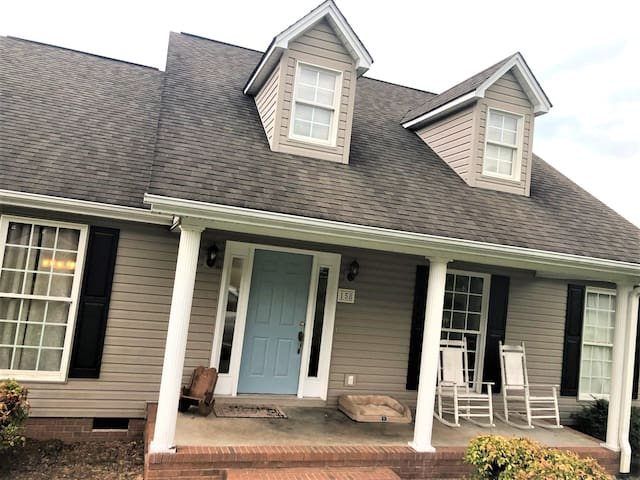 House w Huge Backyard, 8 min to Clemson University