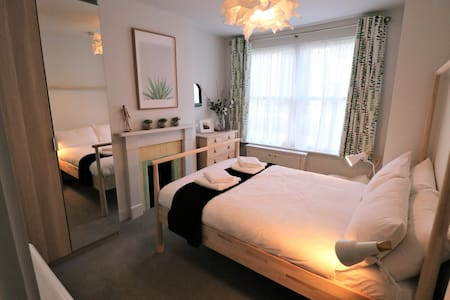 Stunning 1 Bed Grd Flr Apt in Camb. City Centre