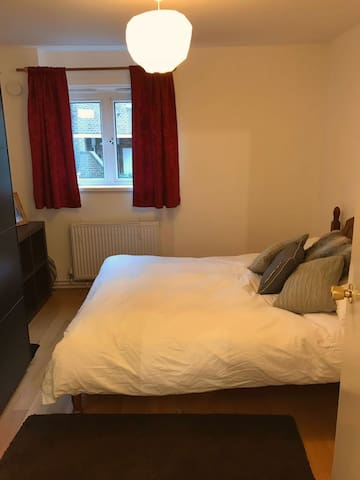 Double room close to Central London, Camden