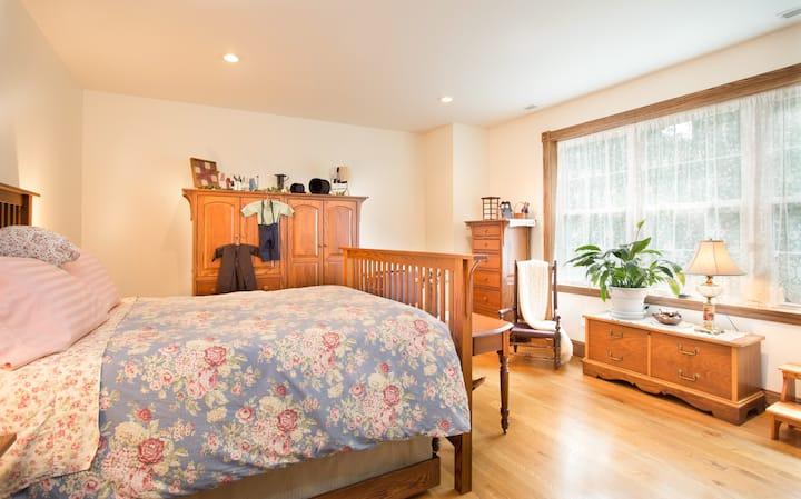 Luftberg Farm B&B Oak Room (1 of 5 available)