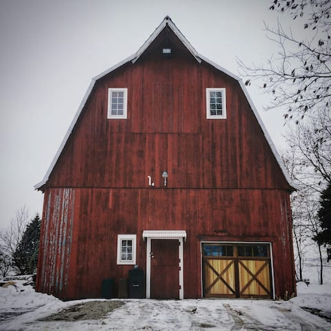Iowa Barn Remodeled Unique, Artsy, Netflix & more!