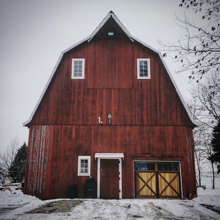 Iowa Barn Remodeled Unique, Artsy, Netflix & more!