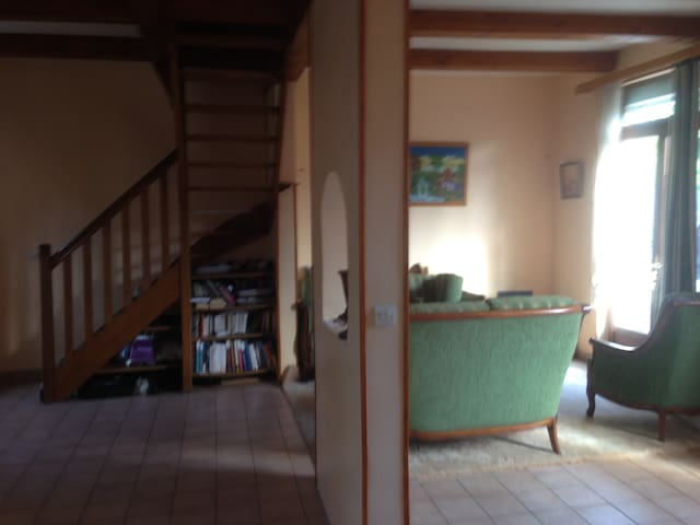 Nice furnished house with garden in Paris region - Sainte-Geneviève-des-Bois