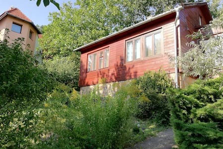 Hangulatos retro ház nagy kerttel