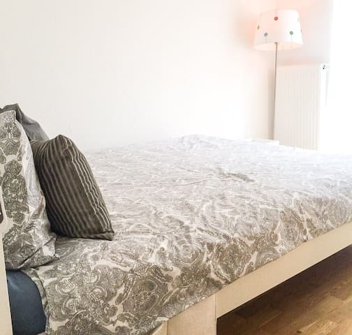 Room with private toilet and desk in Messe/Fair