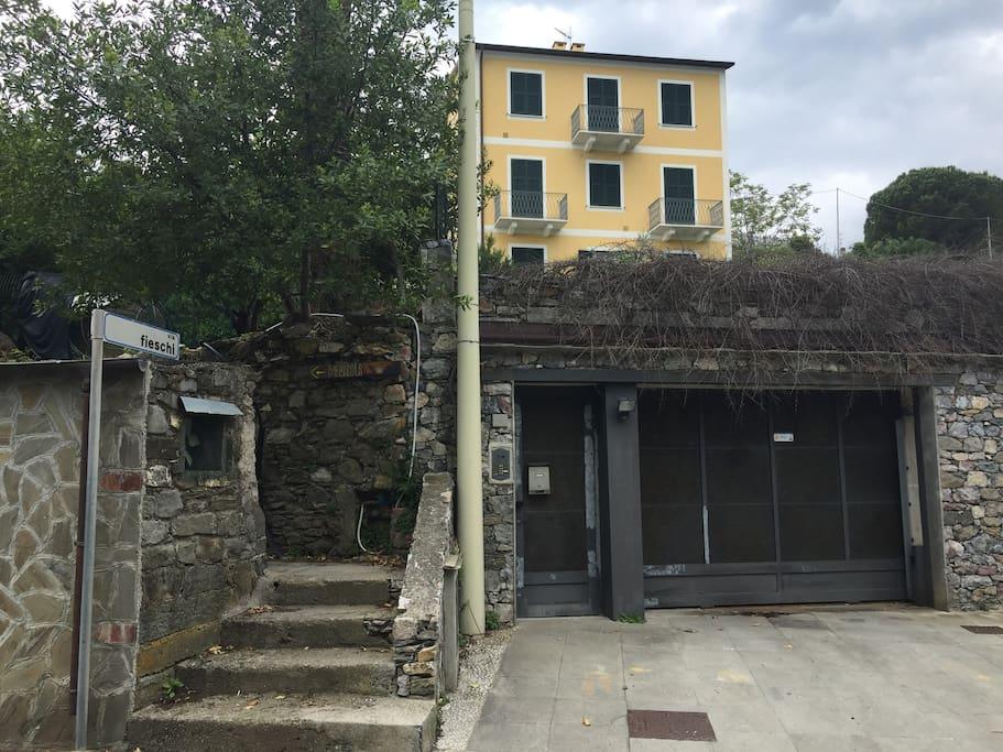 front of the apartment-facciata dell'appartamento