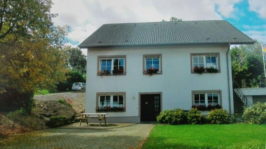Ruhige Ferienwohnung in der idyllischen Eifel