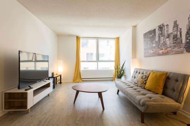 ★Spacious Apartment - Downtown - Metro St-Laurent★
