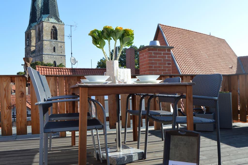Essen mit Blick auf die Nikolaikirche