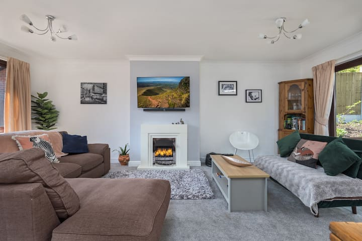 Modern Centrally located Luxury Bungalow - Parking