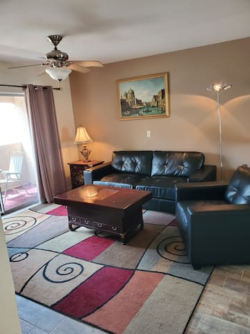 Great deal on cute condo adjacent to Scottsdale!