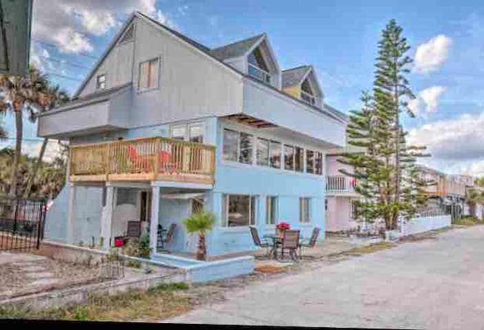 Ceci's Seaside Inn