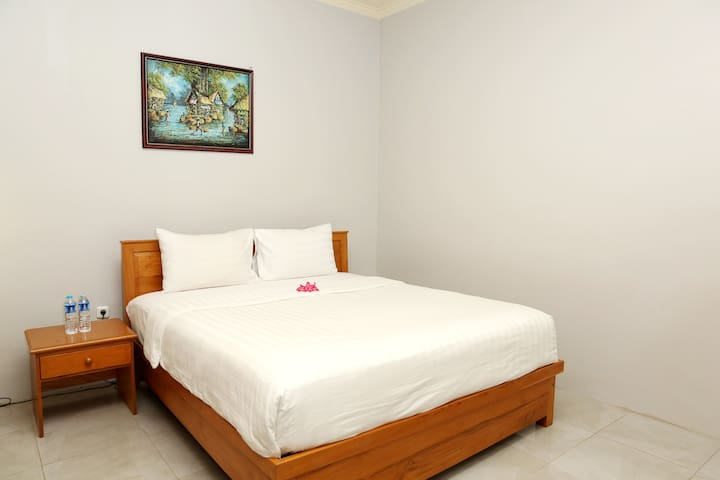 cozy room with at senggigi beach lombok