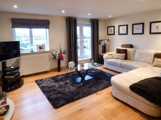 Luxury Riverside Townhouse Cheshire - Northwich - House