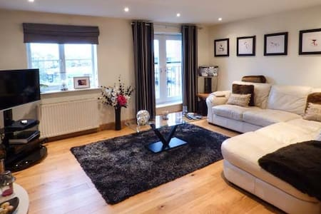 Luxury Riverside Townhouse in Cheshire - Northwich