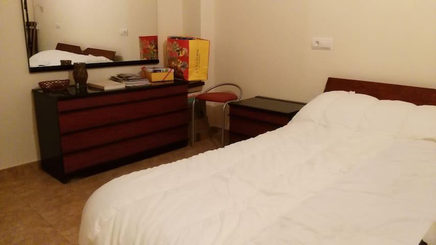 Habitación privada, baño, en chalet a 7 kms centro - Castellanos de Villiquera - Chalupa