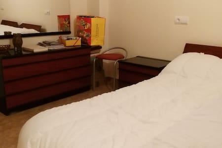 Habitación privada, baño, en chalet a 7 kms centro - Castellanos de Villiquera
