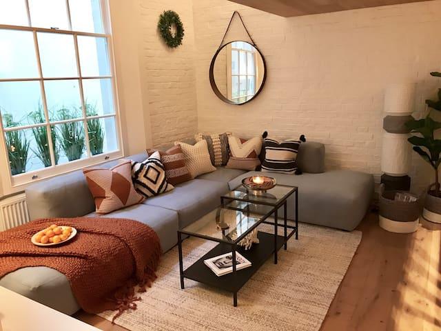 Relaxing Designer Studio in Chic South Kensington