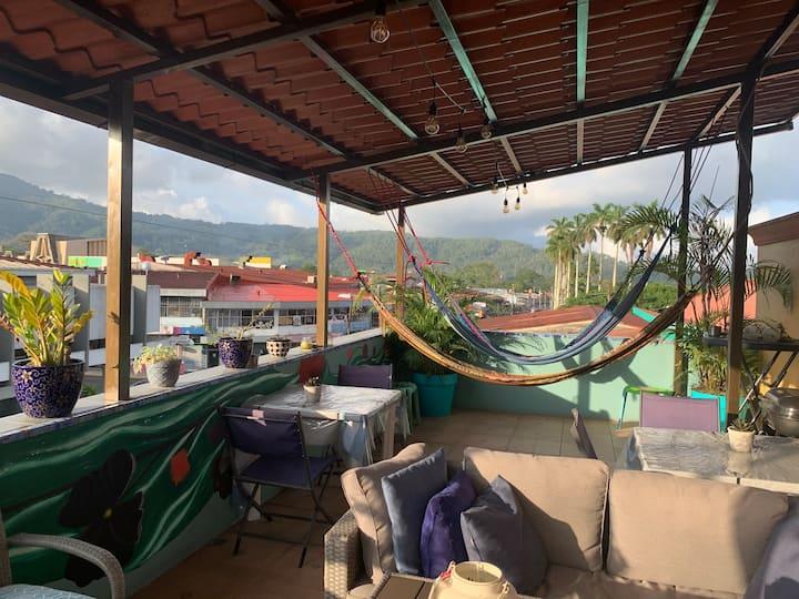 Casa de Lis: centro Turrialba, acogedor, exc wifi!