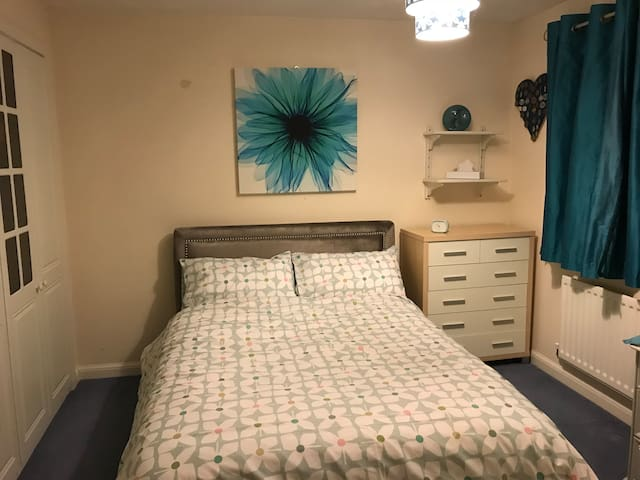 Double room with en-suite in Great Ashby