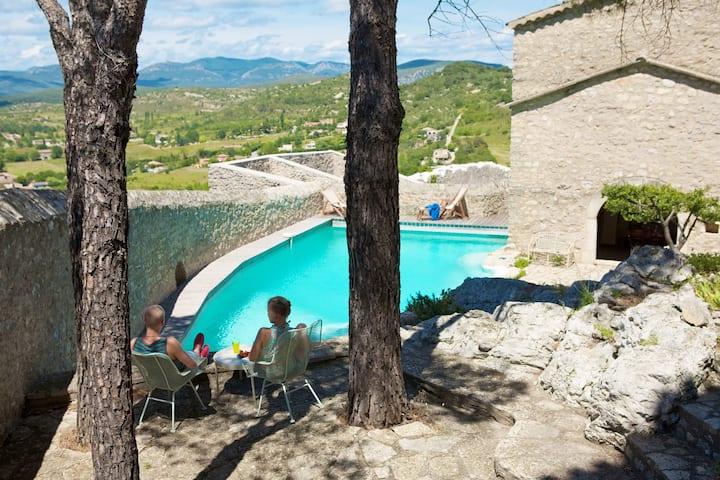 Maison médiéval avec magnifique piscine a Brissac