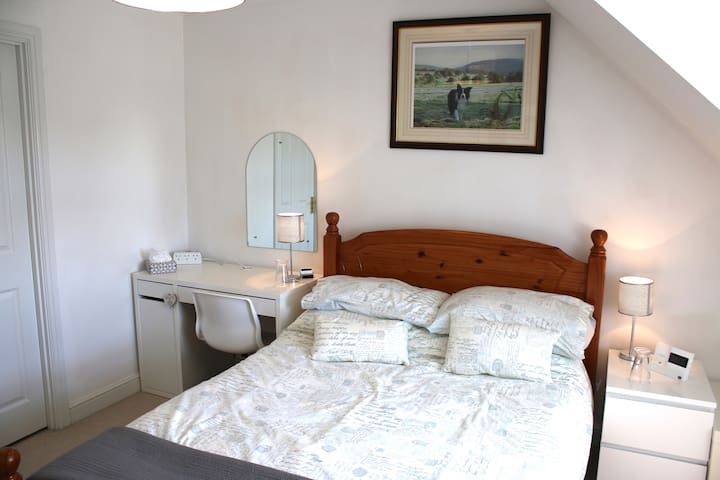 Double Room, private en suite bathroom, breakfast.