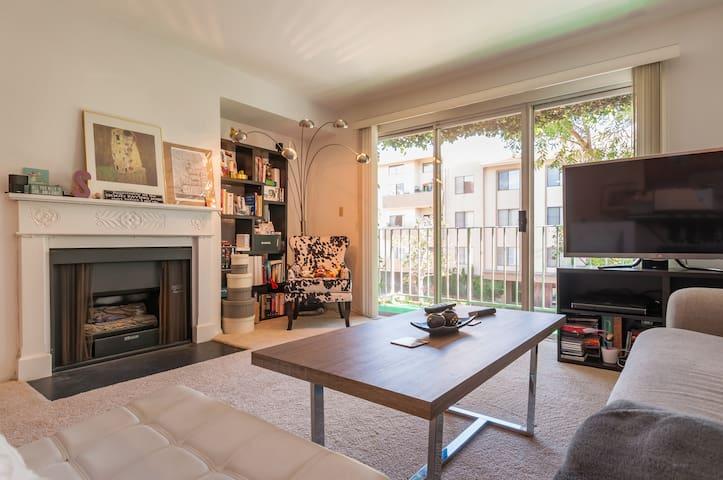 Spacious Master Suite near UCLA (Westwood/WestLA)