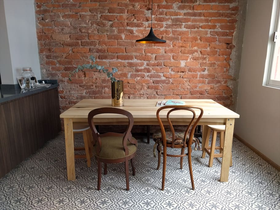 "The table is made out of natural wood with no treatment at all. The chairs are 50+ years old, found on ""La Lagunilla"", a very popular market"