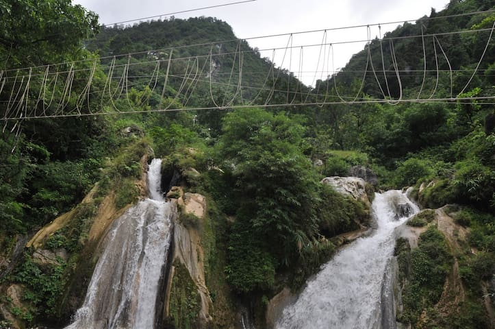Room with a Private Waterfall - Mussoorie - Vila
