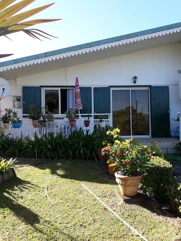 T2 avec veranda et jardinet à la Réunion