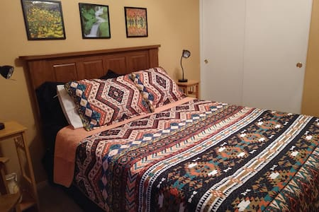 Spacious bedroom, w/ access 2 kitchen and laundry
