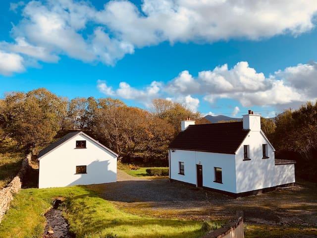 Traditional Irish cottage in Gortahork, Donegal