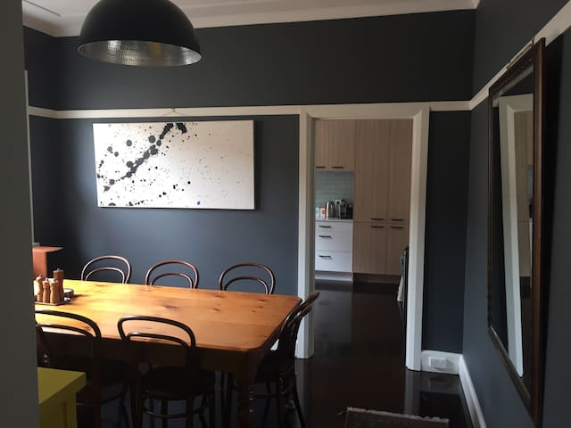 Beautiful Family Home in the Lower North Shore - Willoughby - Talo