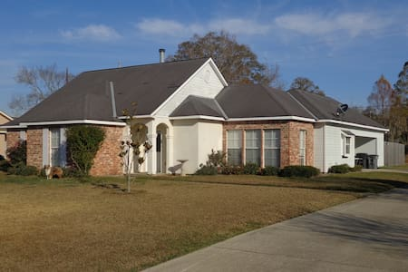 3/2  House (1550 sq ft) off of Siegen Ln - Baton Rouge - Haus