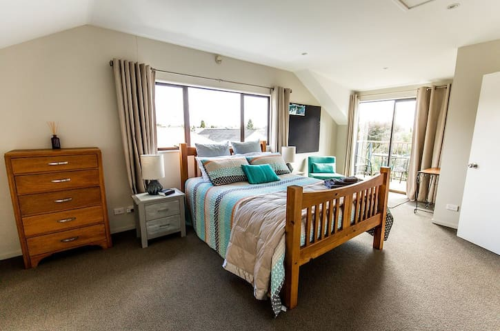 Arapiki Hideaway - well appointed and spacious.