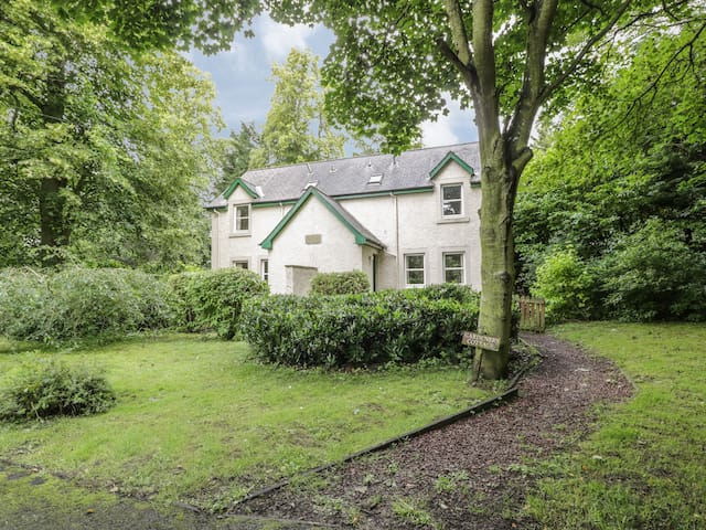 GARDENER'S COTTAGE, pet friendly in Chirnside, Ref 4276