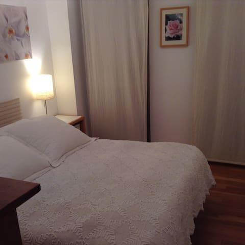 Nice, bright and cozy bedroom - Santander - Apartment