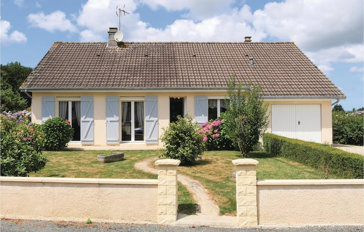 Beautiful home in Chef du Pont with WiFi and 5 Bedrooms
