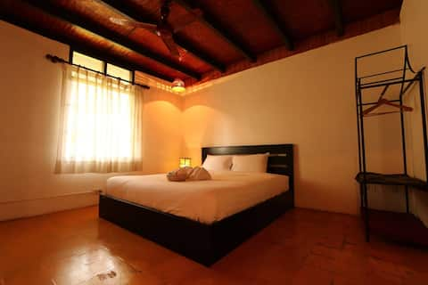 Villa Lao room#2 (big king size bed).