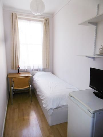 West Kensington 6 -Comfy single room
