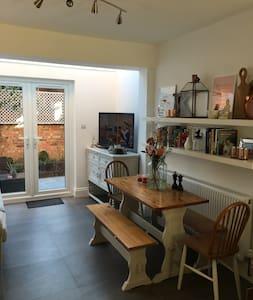 Double room in lovely neighbourhood in Fulham - London
